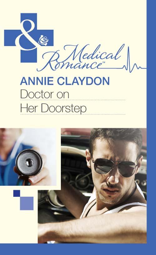 купить Annie Claydon Doctor On Her Doorstep недорого